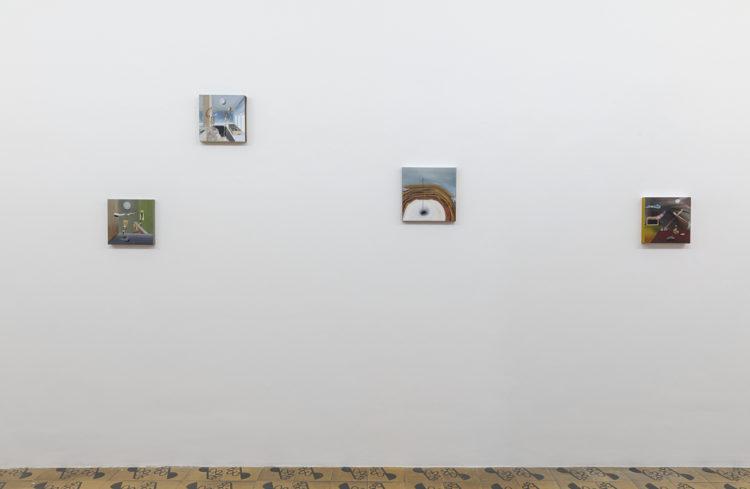 vista da exposição Trago a mensagem do destino de Rebecca Sharp